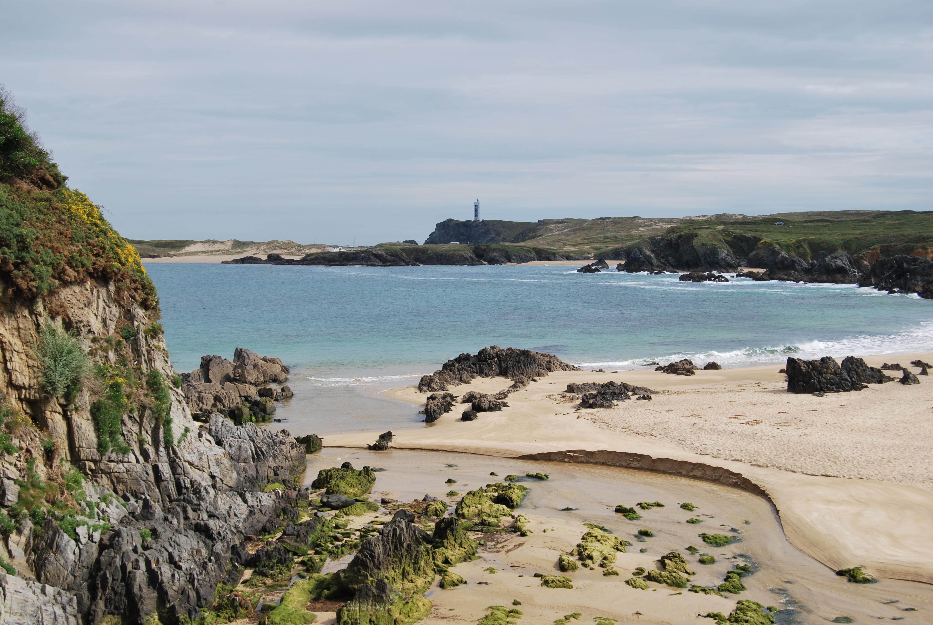 Foto playa Cano Grande / De la Mina. Praia en Taraza al fondo Faro de Fruxeira