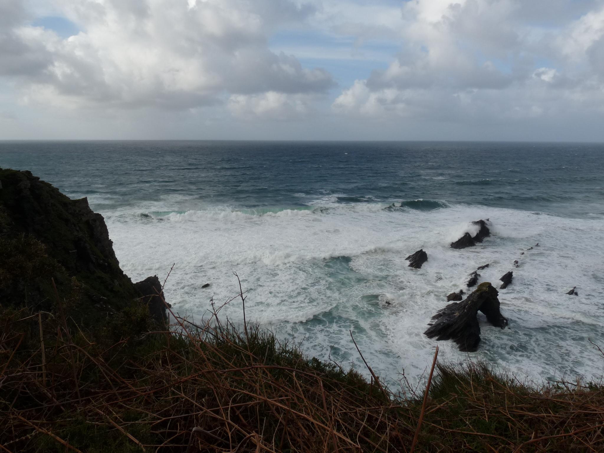 Foto playa O Picón. Mar bravo en los acantilados de Picón