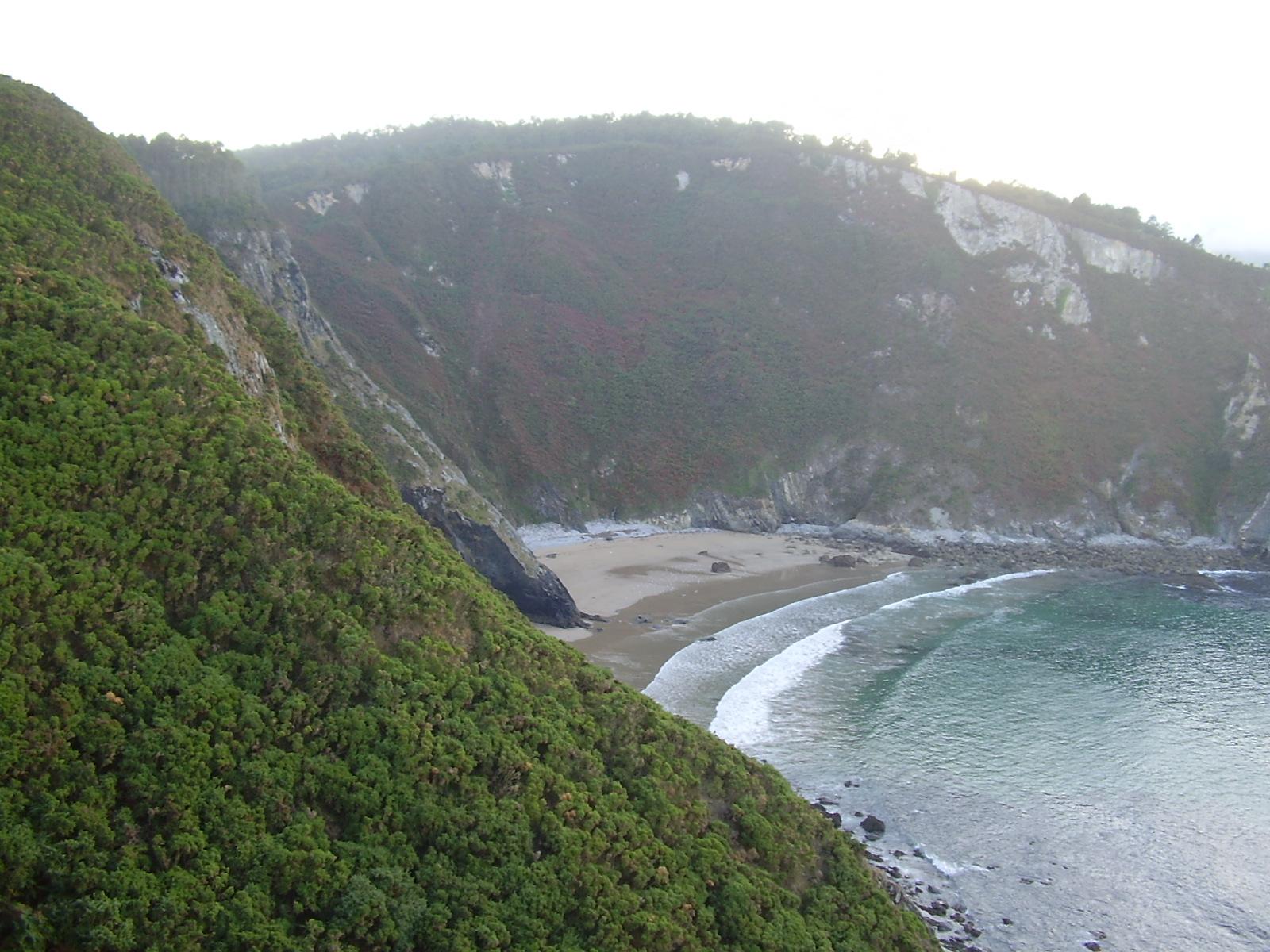 Foto playa Os Monxes / Alegrín. Acantilado