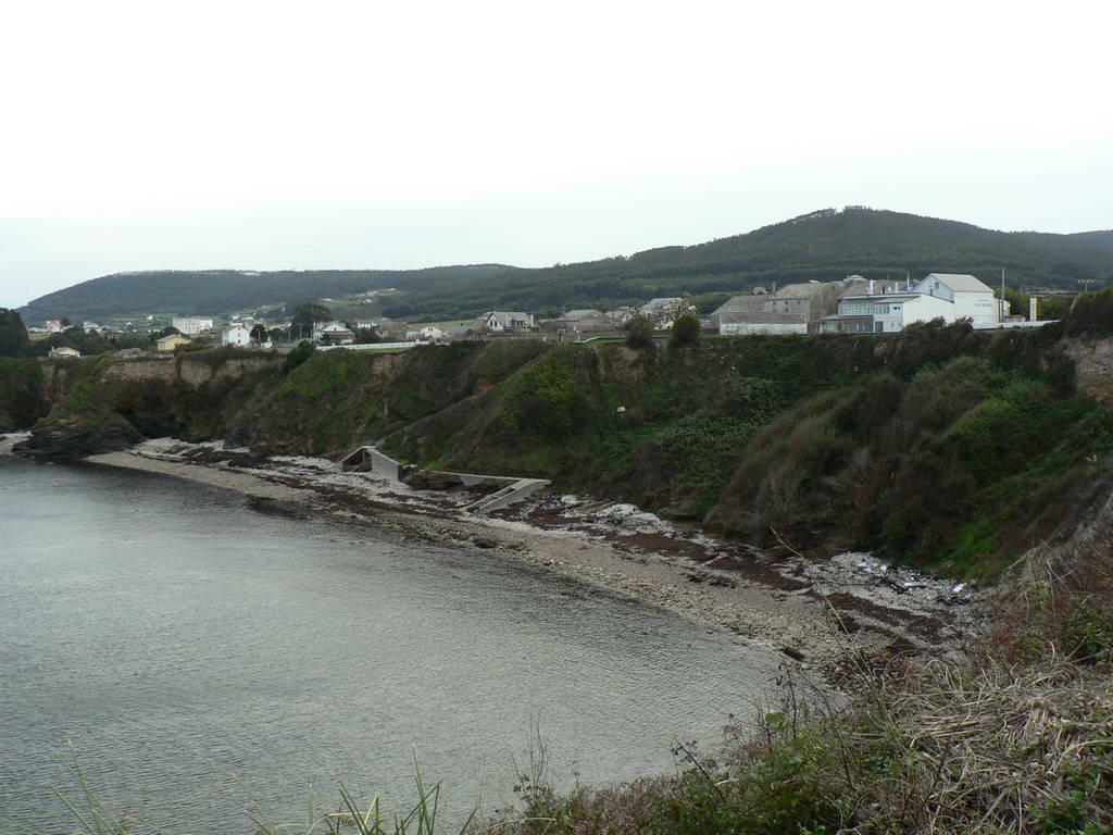 Foto playa Xuncos / Os Xuncos. Cangas de Foz. Vista desde el atrio de la Iglesia.