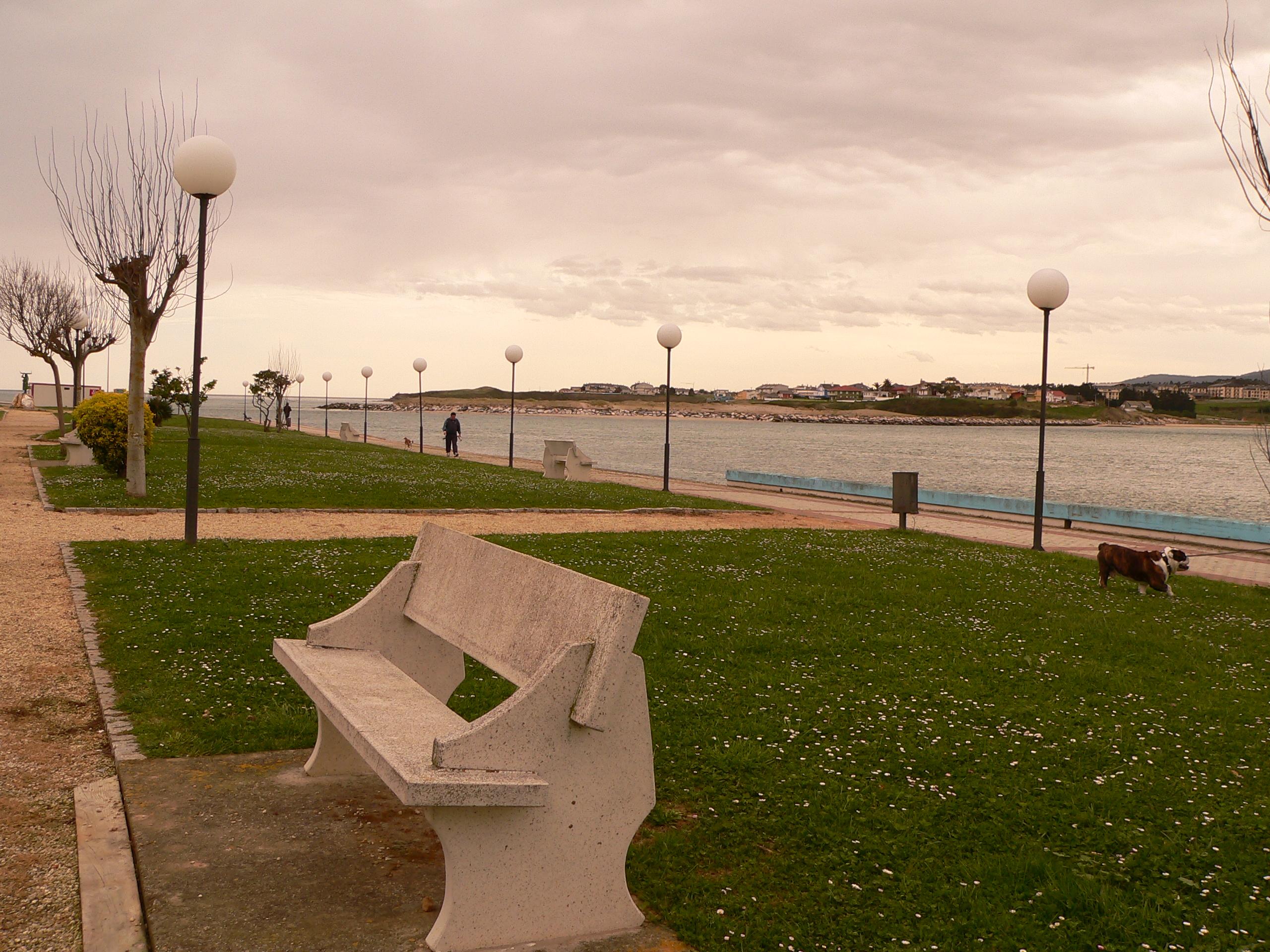 Foto playa Llás. Foz Vista de la ria y Barreiros