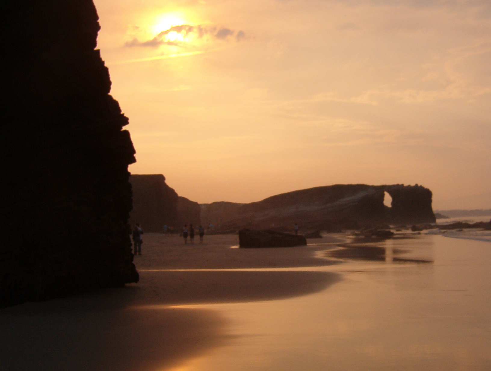 Foto playa Rocas Brancas. Praia das Catedrais ó solpor