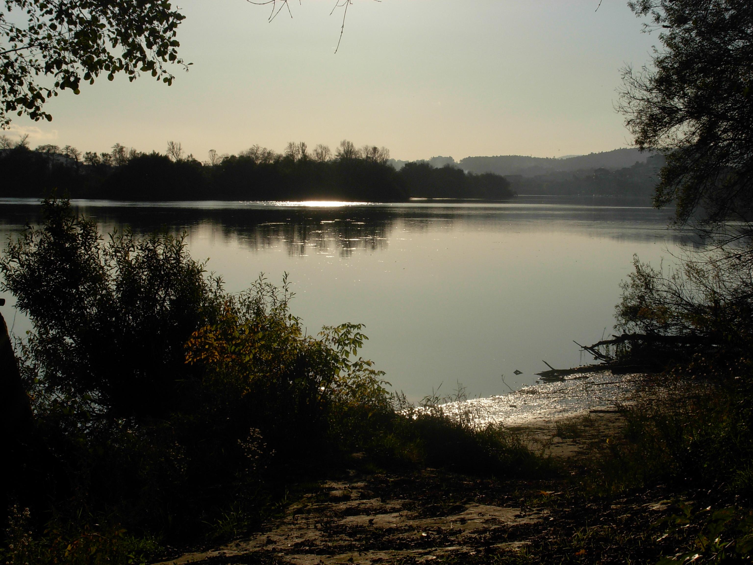 Foto playa Páramos. Rio Miño; pouco mais a riba da arenera Guillarei ,Tui , Pontevedra, Galicia