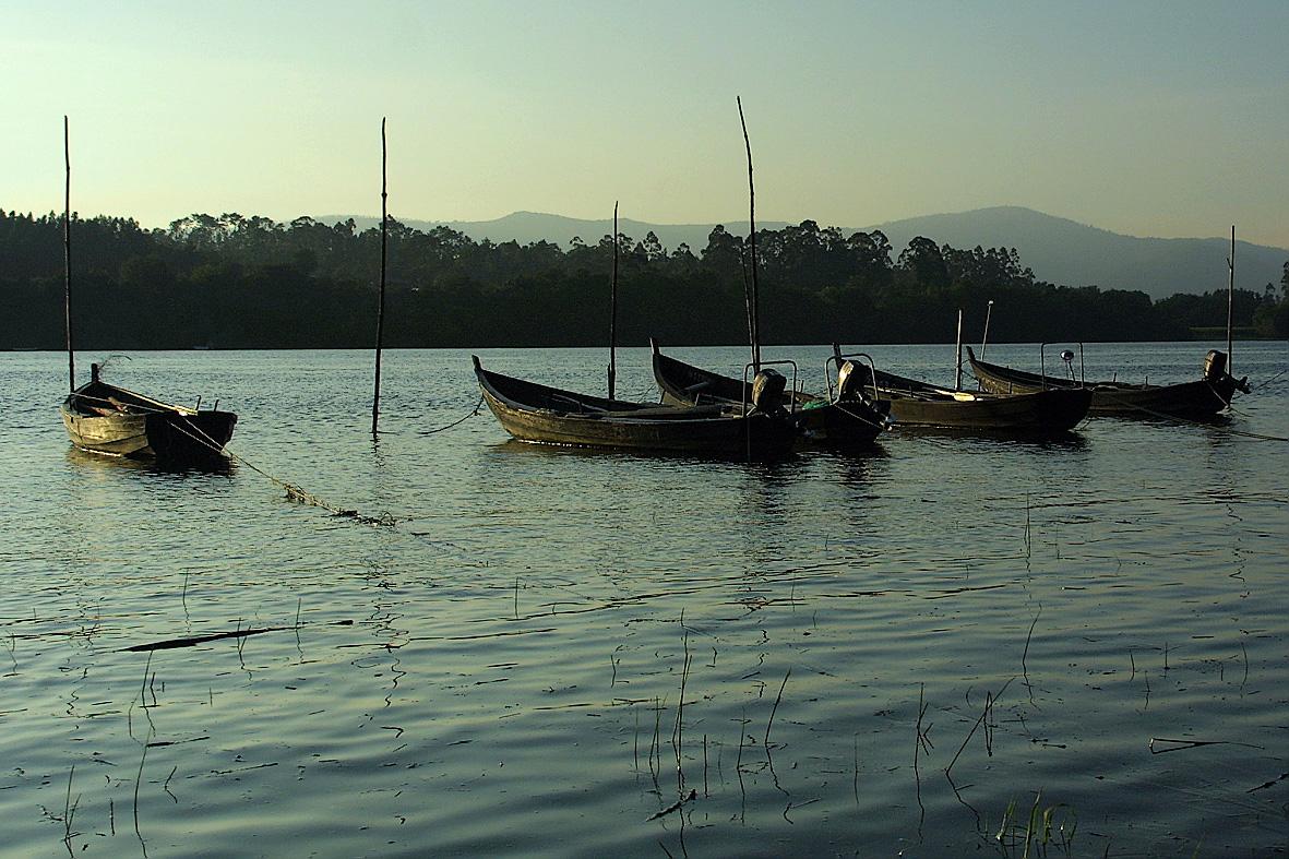 Foto playa Goián. Barcas sobre el Miño