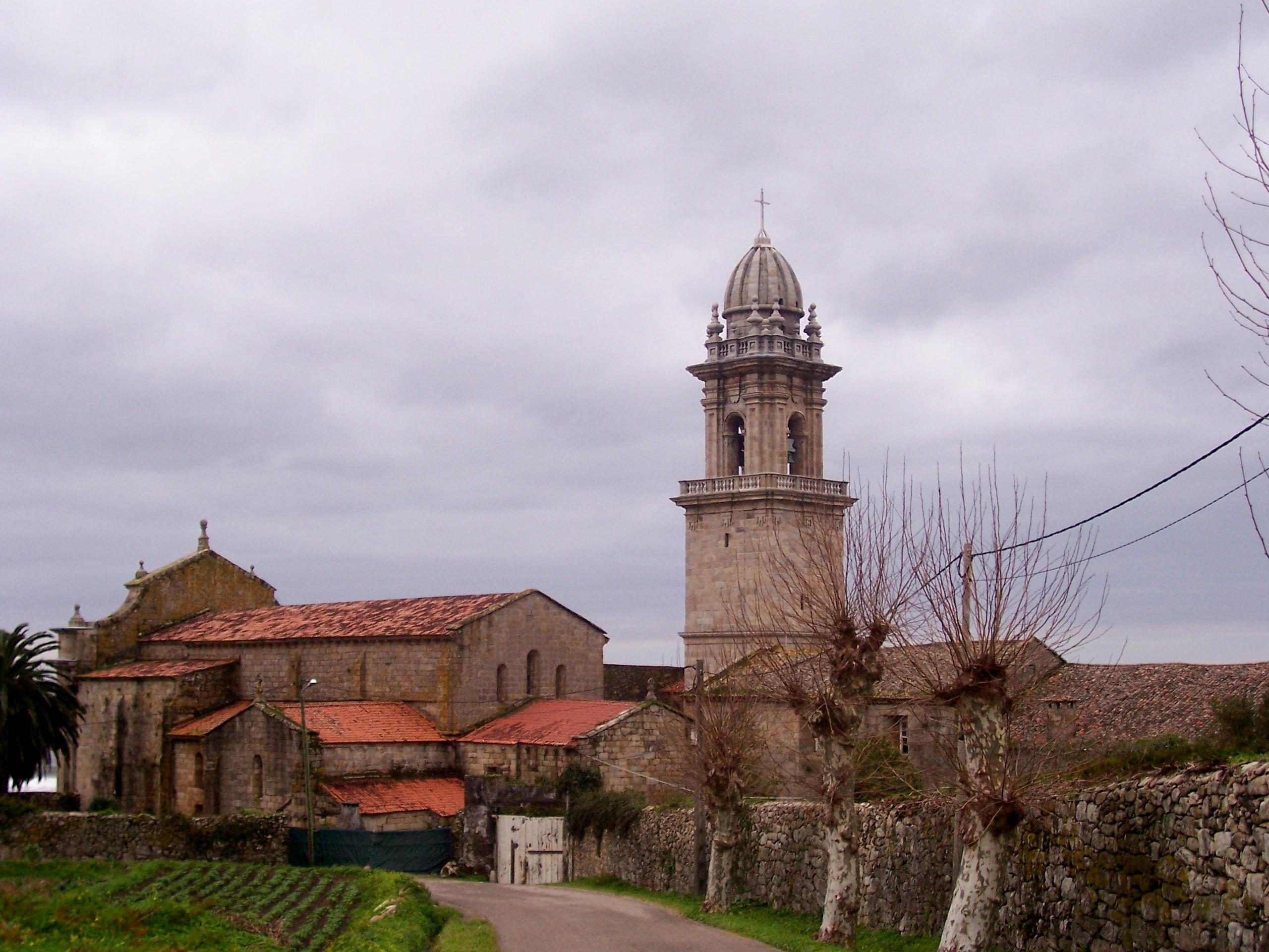 Foto playa Fedorento. Monasterio de Sta. María de Oia (parte de atrás)