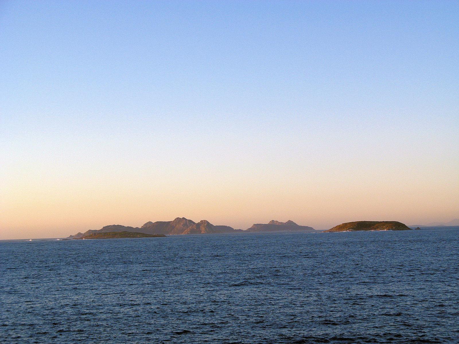 Foto playa Concheira. Estelas e Sies vistas do Monte do Boi (Baiona, Galiza)