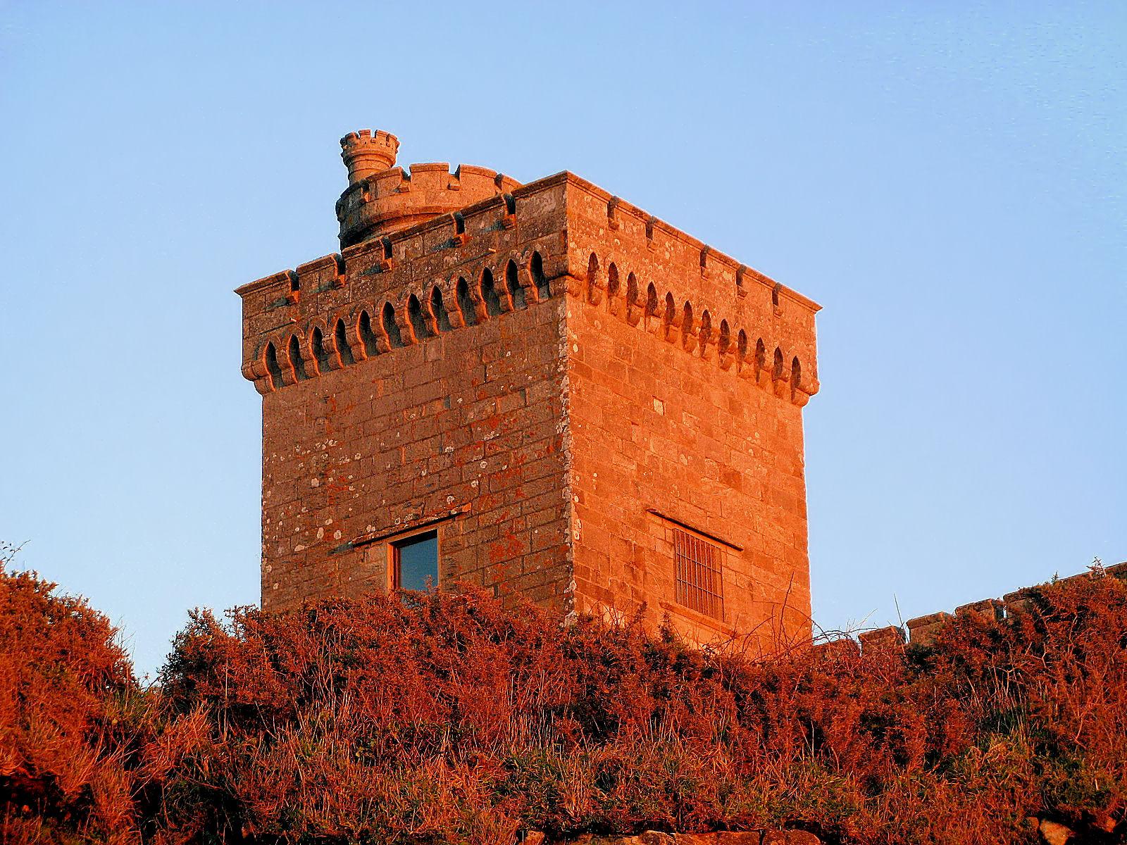 Foto playa Concheira. Torre do Príncipe, no Monte do Boi (Baiona, Galiza), assim chamada por no séc. XII ter albergado um ilustre prisioneiro, o príncipe D. Afonso Henriques