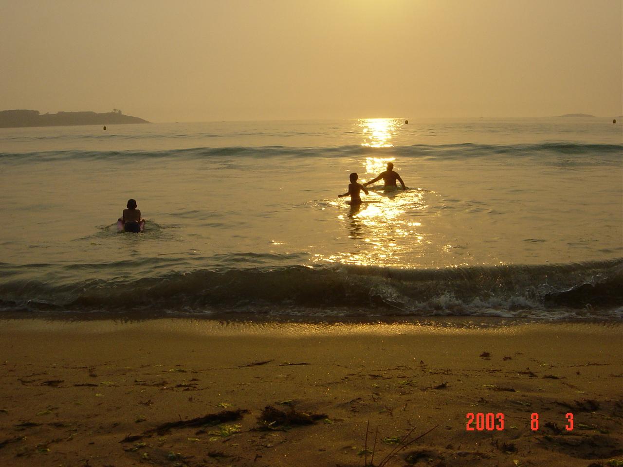 Foto playa América. atardecer de verano en playa america