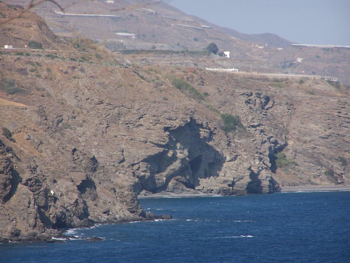 Foto playa El Ruso. Acantilados y playa del Ruso en Albuñol (costa oriental de Granada)
