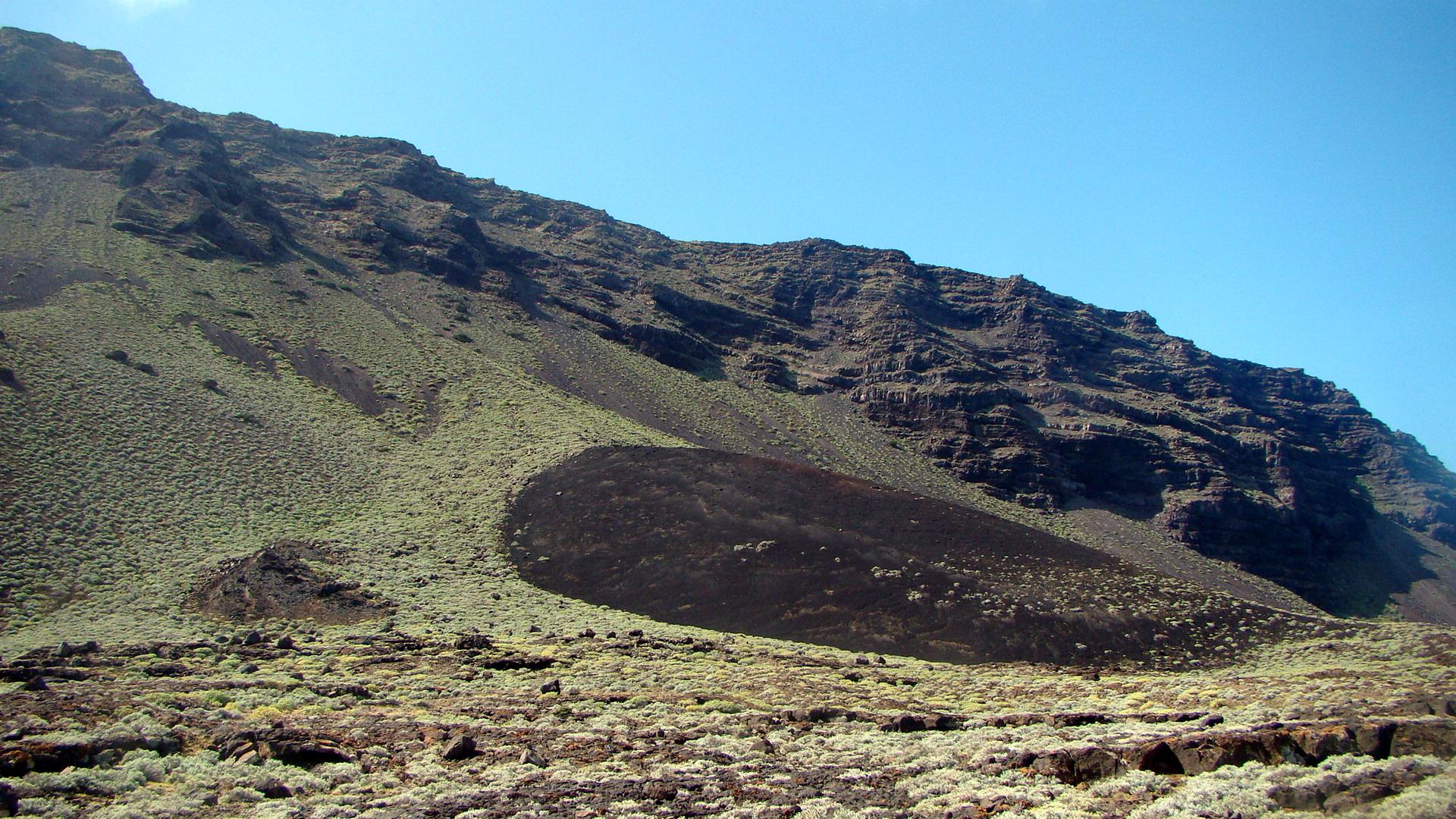 Foto playa El Verodal. Mancha de lava