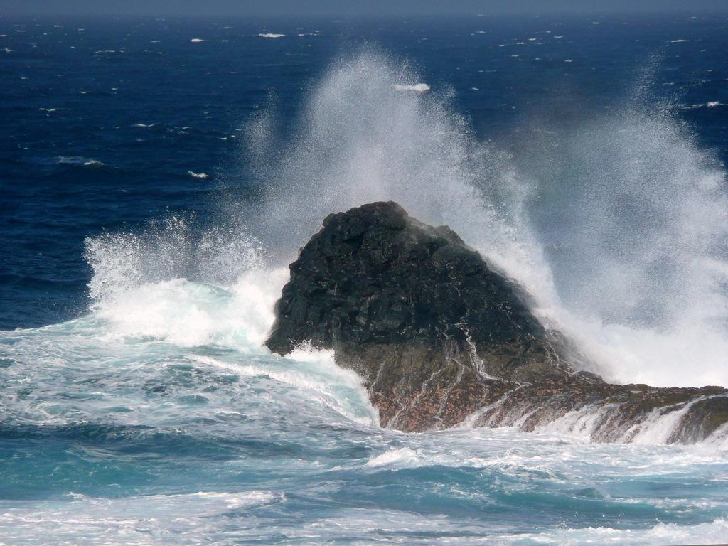 Foto playa Arenas Blancas. Rocks and Water  -  Felsen und Wasser