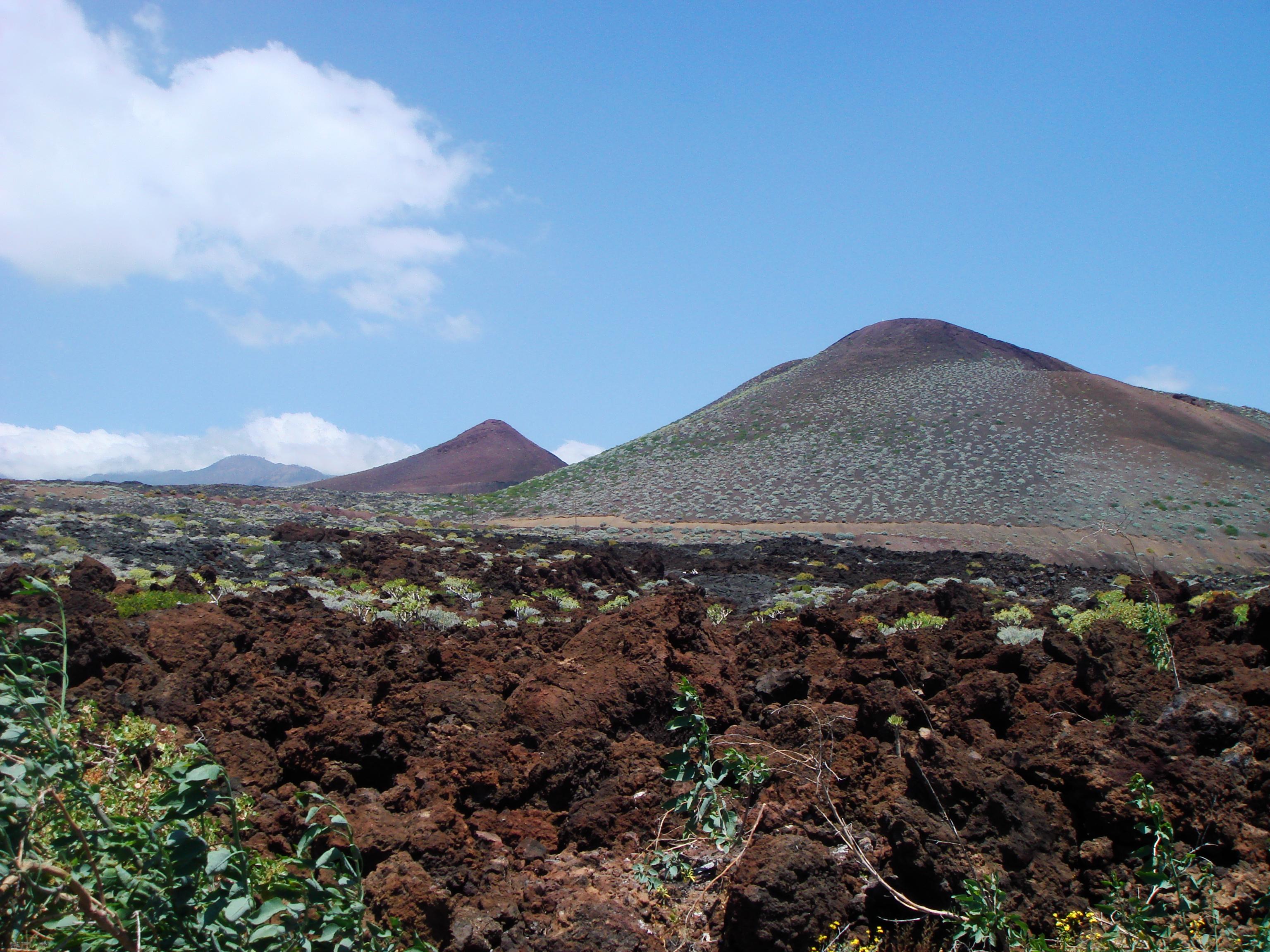 Foto playa Puerto Naos. vulcan cones