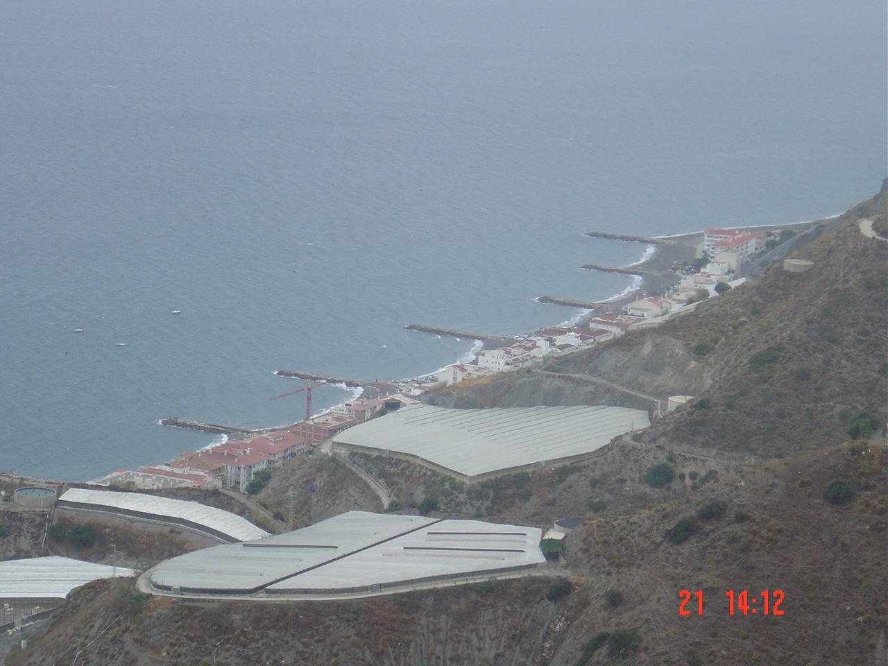 Foto playa Los Yesos. La Mamola desde la bajada de la Alpujarra