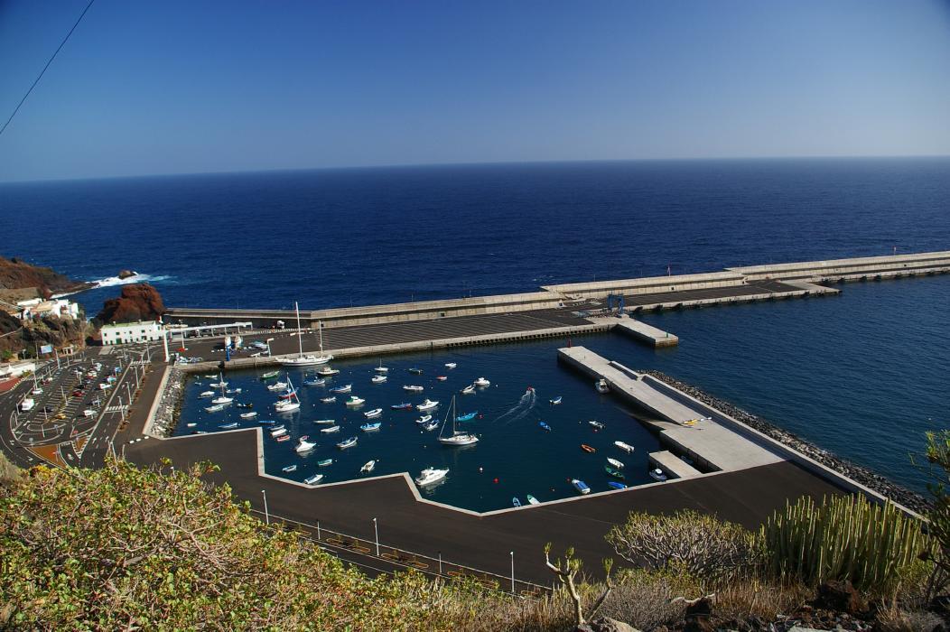 Foto playa Puerto de la Estaca. Puerto de la Estaca - Fast Ferries From Tenerife Arrive Here