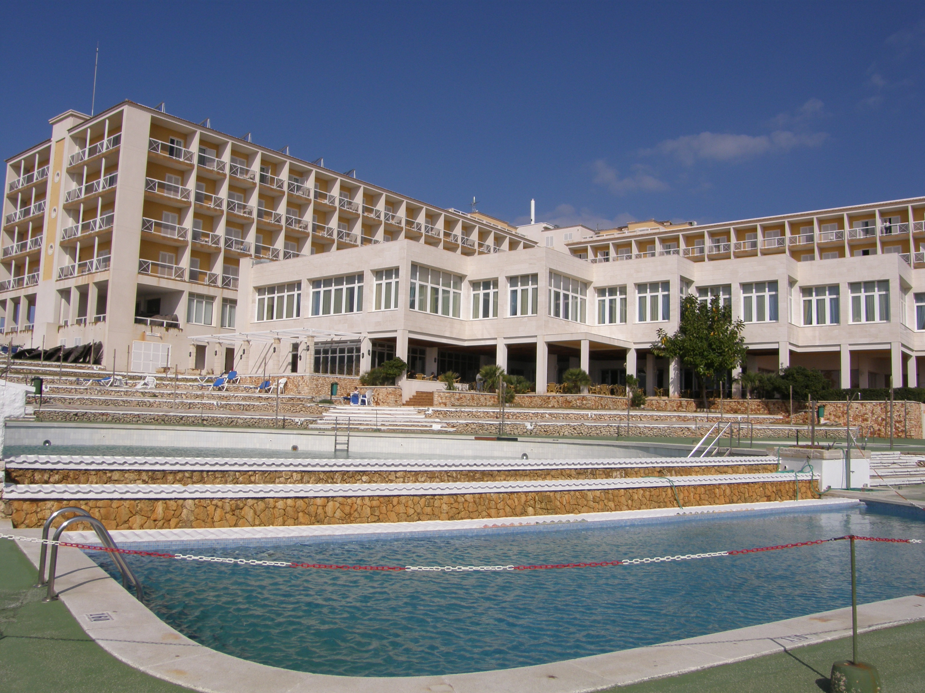 Foto playa Cala En Forcat. Hotel  Almirante  Farragut,  Menorca