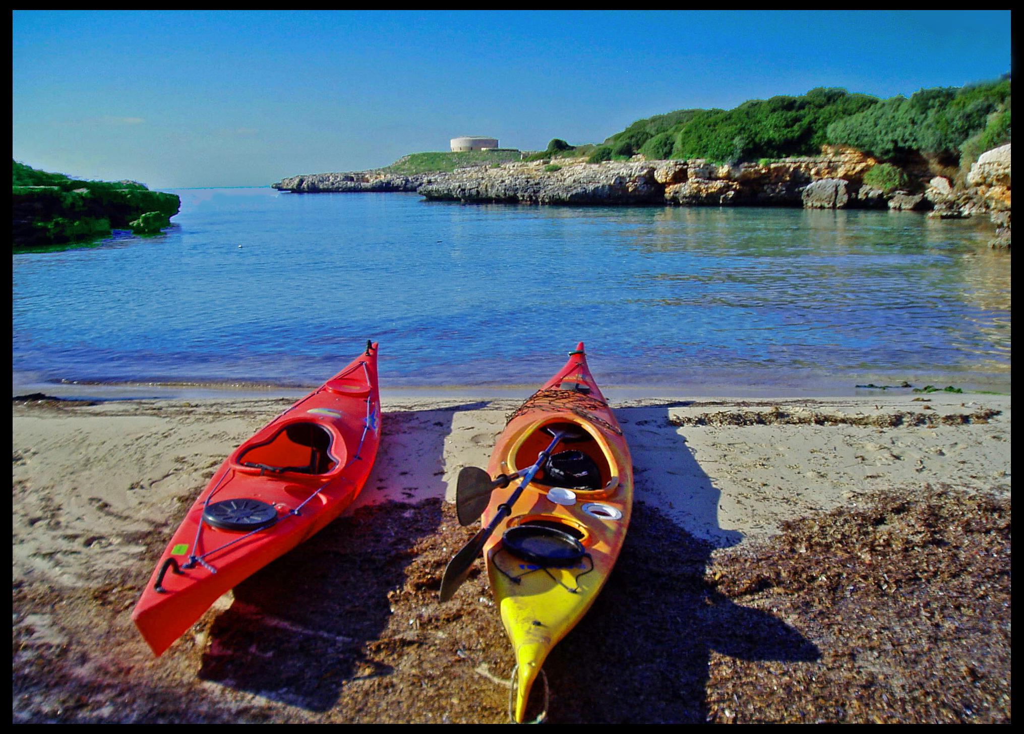 Foto playa Cala Santandria. Kayaks. Sa Caleta. Enero 08.