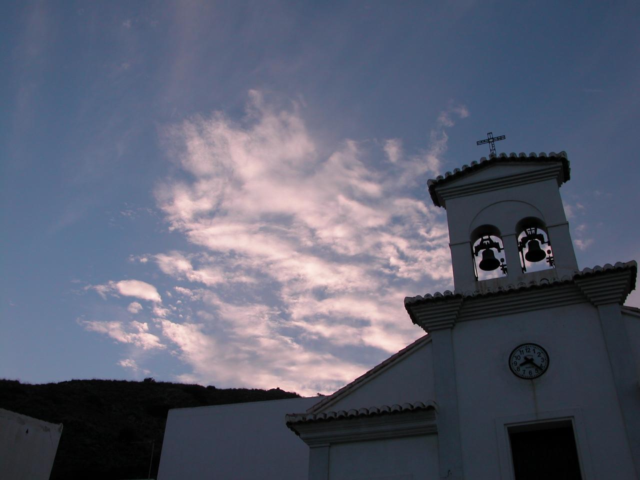 Foto playa La Mamola. La Mamola, campanario de la iglesia