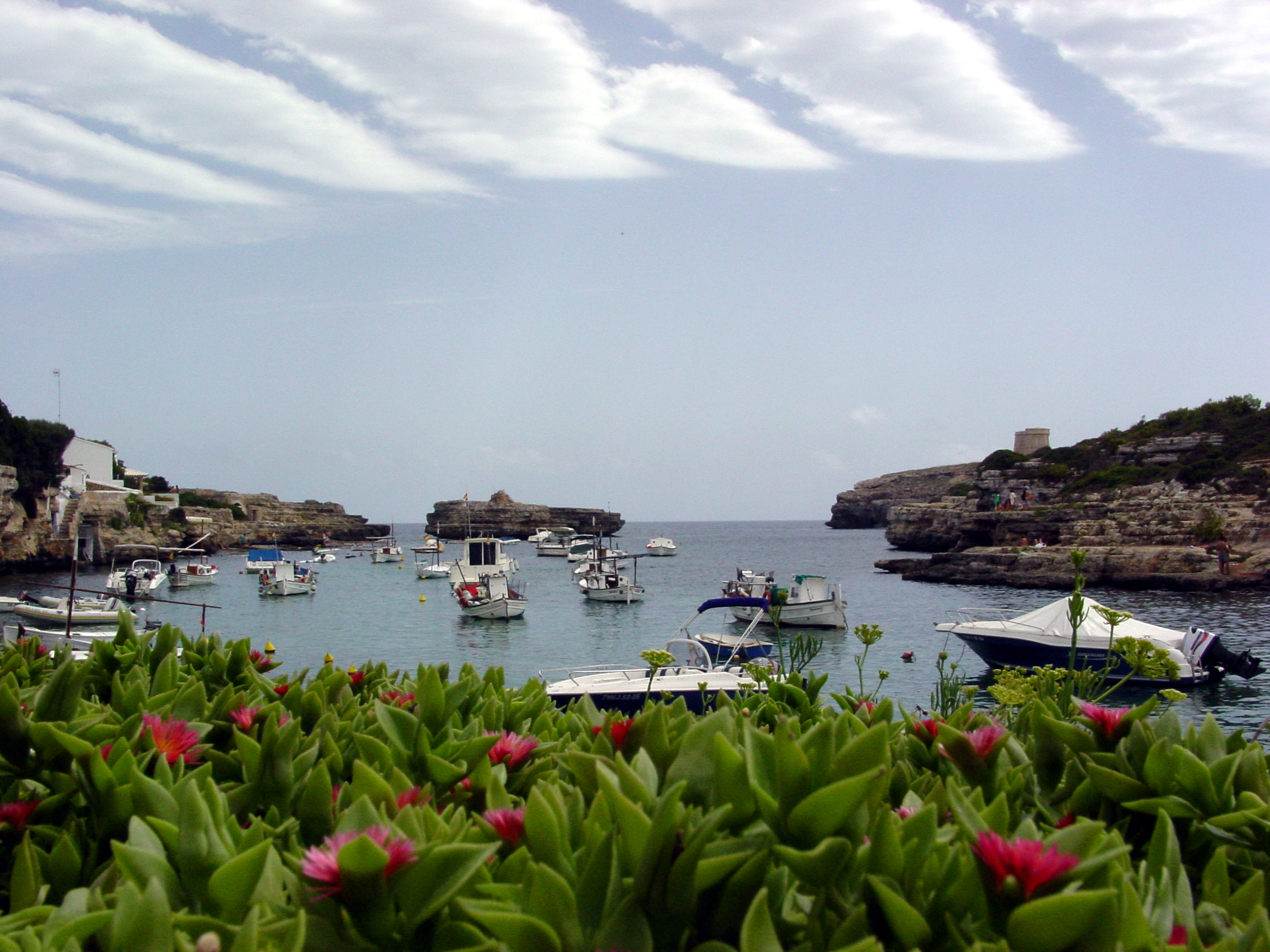 Foto playa Cala Alcaufar. Barcos (Alcalfar)