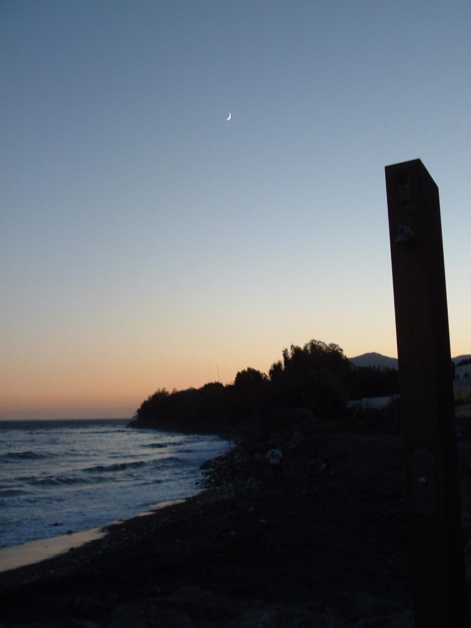 Foto playa Castillo de Baños. 2001 UNA DUCHA ESPACIAL